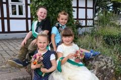 """""""Was für ein niedlicher Kinderhofstaat"""" hören Noel Niederbrüning (von links), Mira Rötgermann, Lukas Wortmann und Cassandra Hiepler immer wieder. Bild: Ursula Holtgrewe (Noz)"""